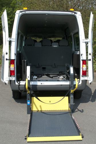 Für Menschen mit Mobilitätseinschränkungen: Ford Transit von Reha Group Automotive.