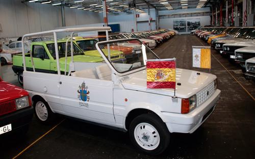 """Dieser Seat Panda wurde 1982 zum """"Papamobil"""" für Johannes Paul II."""