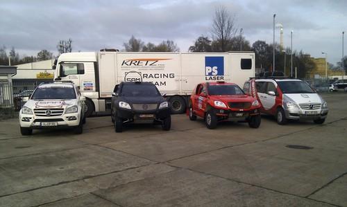 Die Sächsiche Automobil Manfaktur startet bei der Rallye Dakar 2014 mit zwei SAM 30D CC (Mitte).