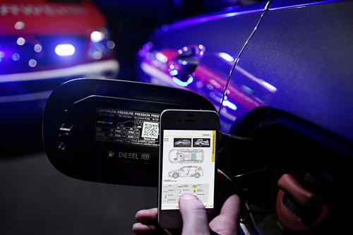 Mercedes-Benz kann Unfallopfern schnellere Rettung durch QR-Code ermöglichen.