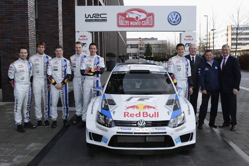 Entwicklungsvorstand Heinz-Jakob Neußer, Motorsportdirektor Jost Capito und Konzernchef Prof. Dr. Martin Winterkorn (von rechts) verabschiedeten am Stammsitz in Wolfsburg das Vokswagen-Rallyeteam in die Saison 2014.
