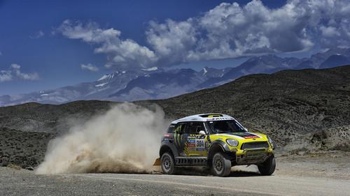 Der Mini All4 Racing von Nani Roma auf der dritten Etappe der Rallye Dakar 2014.