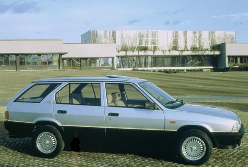 84er Jahrgang neu im H-Club: Alfa 33 Kombi.