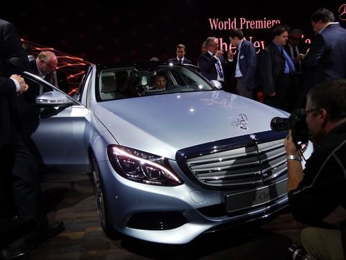 Heftig umlagert am Vorabend der Detroit Motor Show: die neue C-Klasse von Mercedes-Benz.