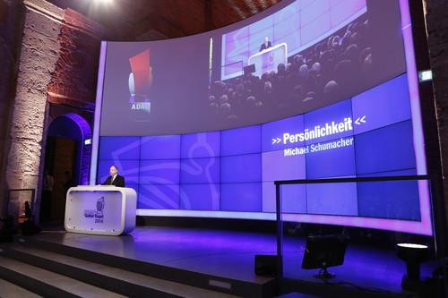 """ADAC-Preisverleihung """"Gelber Engel"""": Jean Todt, Präsident des Welt-Automobilverbands FIA, hielt die Laudatio auf Michael Schumacher,"""