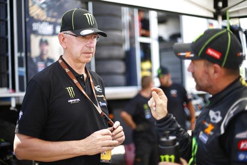 X-raid-Teammanager Sven Quandt (links) im Gespräch mit Stéphane Peterhansel.