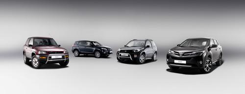 Vier Generationen Toyota RAV4.