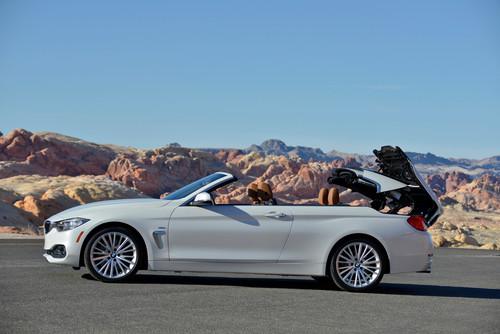 BMW 4er Cabrio: Das Verdeck öffnet in rund 20 Sekunden bei maximal 18 km/h.