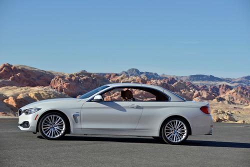 BMW 4er Cabrio: Die Silhouette des geschlossenen Cabrios wirkt etwas aufrechter als beim Coupé.