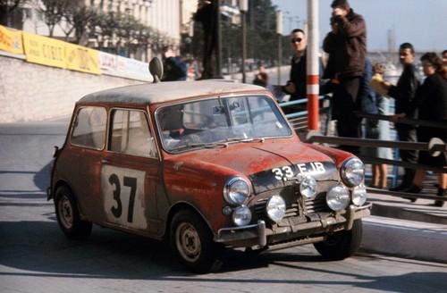 Paddy Hopkirk im Mini Cooper bei der Rallye Monte Carlo 1964: