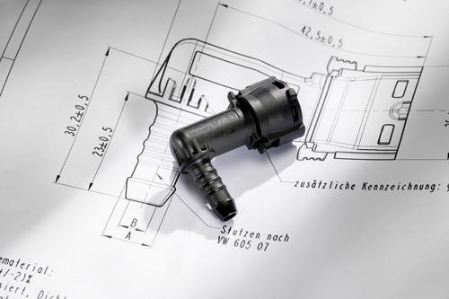 """""""Idee des Jahres 2013"""" der Volkswagen-Mitarbeiter: dee des Jahres 2013: Die patentierten Kunststoffkupplungsstücke verbinden die Kraftstoffleitung an einem Ende mit dem Tank und am anderen mit dem Motor (hier im Bild)."""
