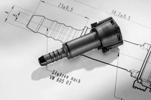 """""""Idee des Jahres 2013"""" der Volkswagen-Mitarbeiter: Die patentierten Kunststoffkupplungsstücke verbinden die Kraftstoffleitung an einem Ende mit dem Tank (hier im Bild) und am anderen mit dem Motor."""