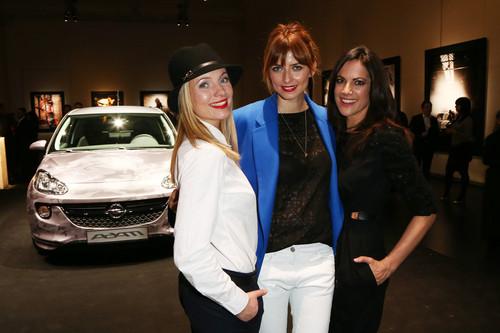 """Eröffnung der Opel-Ausstellung """"The Adam by Bryan Adams"""": Nadja Uhl, Eva Padberg und Bettina Zimmermann."""