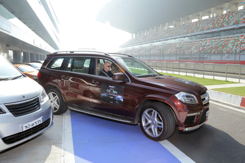 """NDTV Car of the Year""-Awards: Beginn der Testfahrt mit dem Mercedes-Benz GL."