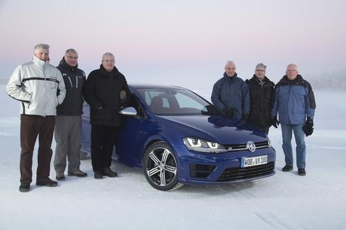 Vorstände mit VW Golf R im Schnee (von links): Wolfgang Hatz, Heinz-Jakob Neußer, Martin Winterkorn, Matthias Müller, Rupert Stadler und Ulrich Hackenberg.