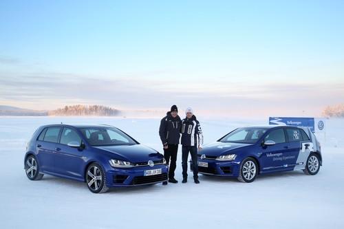 VW Golf R mit Hans-Joachim Stuck (l.) und Rallyeweltmeister Sébastian Ogier.