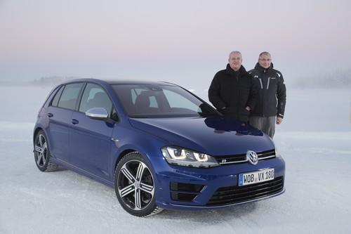 VW Golf R im hohen Norden Schwedens: Konzernchef Prof. Dr. Martin Winterkorn (l.) und V-Entwicklungsvorstand Heinz-Jakob Neußer.