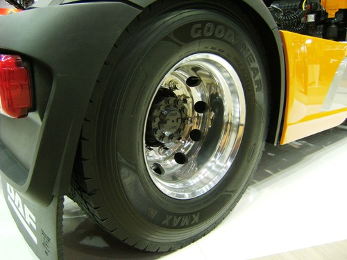 Goodyear K-Max an einem DF XF.