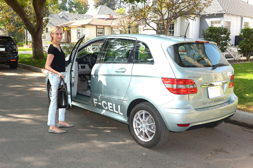Diane Kruger mit dem Mercedes-Benz B-Klasse F-Cell in Los Angeles.