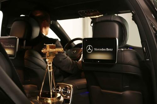 """Mercedes-Benz unterstützte die """"Goldene Kamera"""" und stellte auch den Shuttle-Service."""
