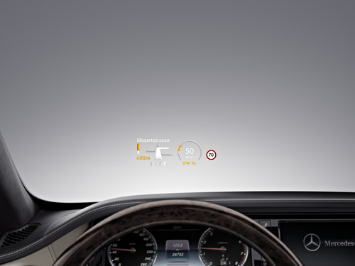 Head-up-Display in der Mercedes-Benz S-Klasse.