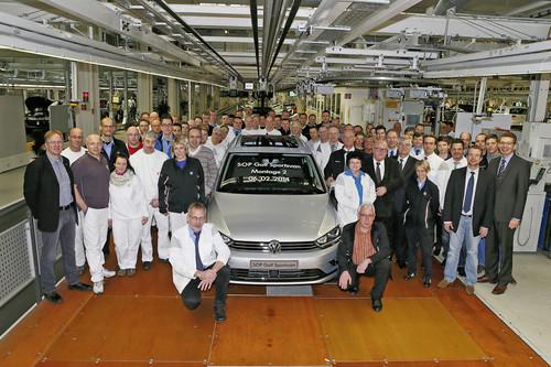 Erster Golf Sportsvan rollt in Wolfsburg vom Band.