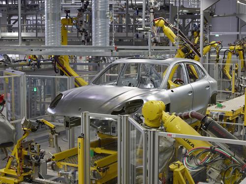 Das Leipziger Porsche-Werk wurde für die Fertigung des Macan unter anderem um einen eigenen Karosseriebau und eine hochmoderne Lackiererei erweitert.