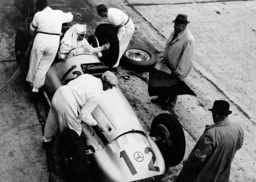 Der W 154 dominierte die Rennsaison 1938 und verhalf Rudolf Caracciola zu seinem dritten Europameistertitel mit Mercedes-Benz.
