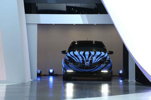 Der Denza: Getarntes Vorserienfahrzeug auf einer chinesischen Presseveranstaltung in 2013.