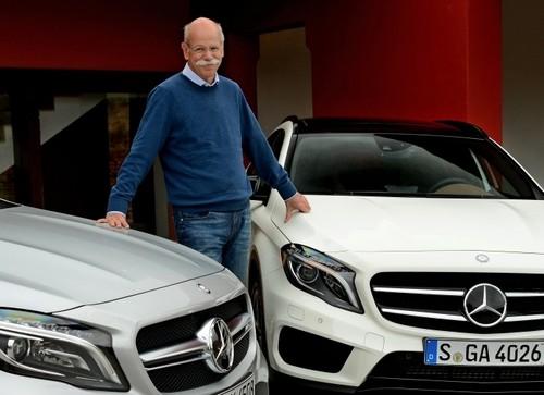 Dieter Zetsche und der Mercedes-Benz GLA.