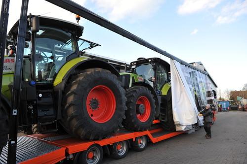 Claas-Traktorentransport mit Flex-Cover-Auflieger.