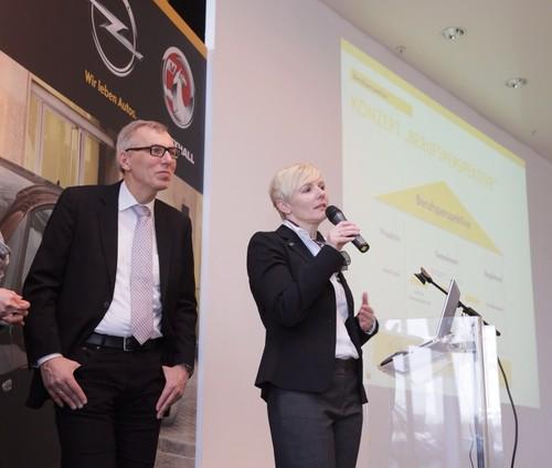 Opel-Personalleiterin Bettina Dunkel und Luidger Wolterhoff, Chef der Bochumer Agentur für Arbeit.