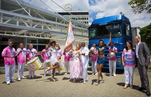 Mercedes-Benz unterstützt den Karneval in Brasilien.