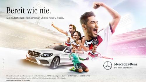 """Anzeigenmotiv der Mercedes-Benz-Kampgane """"Bereit wie nie"""" mit der  Fußballnationalmannschaft zur neuen C-Klasse."""