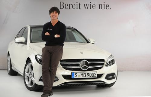 """Mercedes-Benz-Kampgane """"Bereit wie nie"""" mit der  Fußballnationalmannschaft zur neuen C-Klasse: Bundestrainer Joachim Löw."""