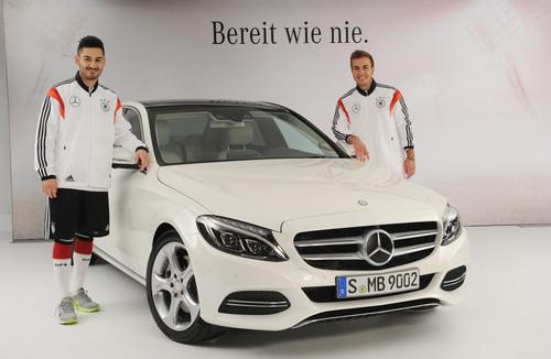 """Mercedes-Benz-Kampgane """"Bereit wie nie"""" mit der  Fußballnationalmannschaft zur neuen C-Klasse: Ilkay Gündogan (links) und Mario Götze."""