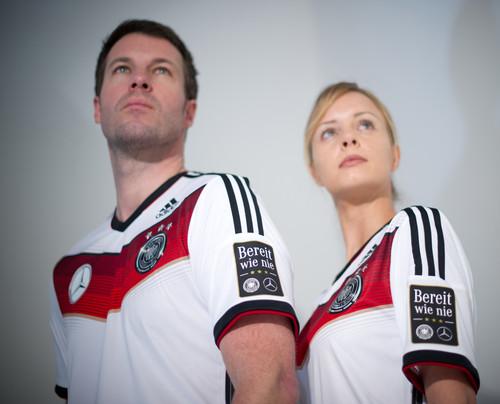 """Mercedes-Benz-Kampgane """"Bereit wie nie"""" mit der  Fußballnationalmannschaft."""