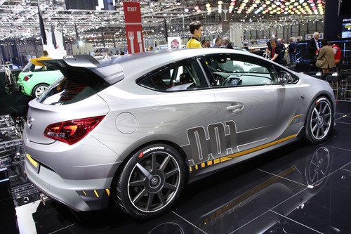 Opel Astra OPC Extreme.