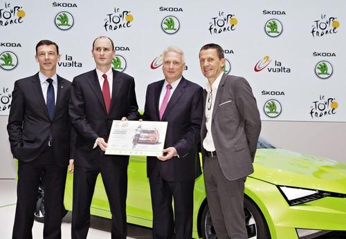 Skoda bleibt Partner der Tour de France (von links): Vetriebs- und Marketingvorstand Werner Eichhorn, ASO-Präsident Jean-Etienne Amaury, Skoda-Vorstandsvorsitzender Dr. Winfried Vahland und Yann Le Moenner, CEO der Amaury Sport Organisation.