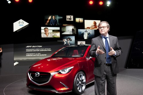 "Mazda verleiht den ""Make Things Better Award"": Mazda-Europa-Präsident Jeff Guyton."