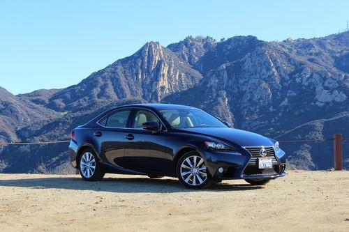 Lexus IS 350.