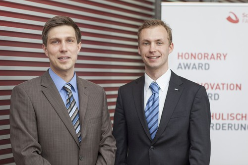 """Die Schaeffler-FAG-Stiftung hat je einen """"Innovation Award 2013"""" an Dr.-Ing. Alexander Weiß (links) vom Fraunhofer-Institut für Elektronische Nanosysteme ENAS, Chemnitz, und Dr.-Ing. Oliver Suttmann vom Verein Laser-Zentrum Hannover verliehen."""