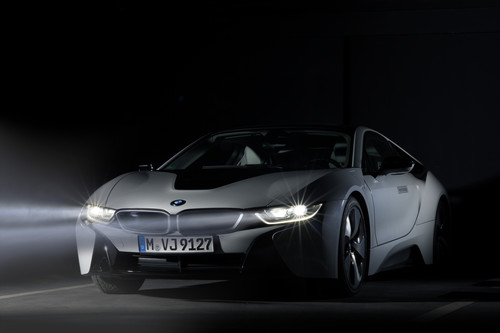 BMW i8 mit Laserlicht.