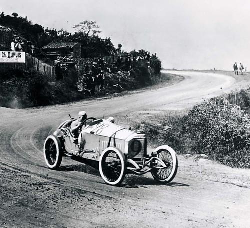 Christian Lautenschlager auf Mercedes Grand Prix Rennwagen beim Großen Preis von Frankreich bei Lyon am 4. Juli 1914.