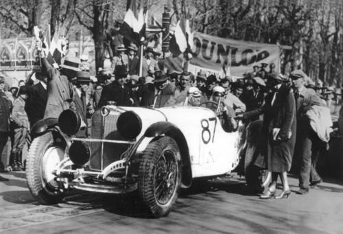 Der spätere Sieger Rudolf Caracciola auf Mercedes-Benz SSK beim Start zur Mille Miglia 1931.