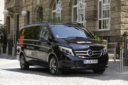 """Mercedes-Benz V-Klasse im Einsatz bei der """"Ironman European Tour""""."""