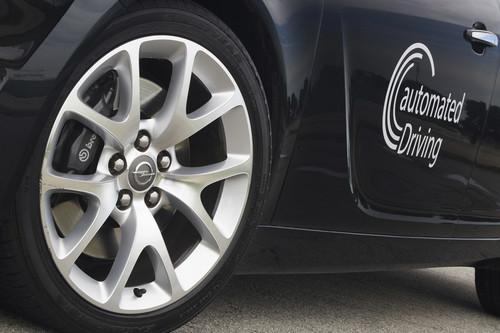 Opel Insignia mit Ausstattung für autonames Fahren.