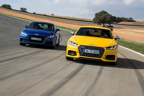 Audi TTS 2.0 TFSI Quattro und Audi TT (links).