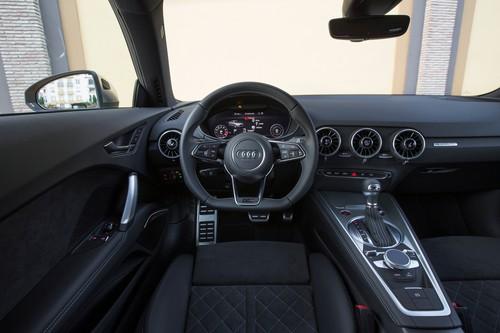 Audi TTS 2.0 TFSI Quattro: Das komplette Cockpit wurde auf den Fahrer ausgerichtet. Die Einstellung für Klima, Lüftung und Sitzheizung sitzt zentral in den Lüftern.