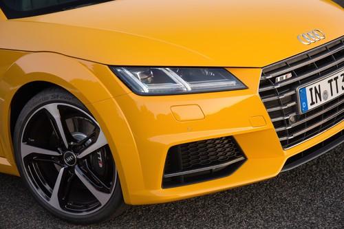 Audi TTS 2.0 TFSI Quattro: Die senkrechten LED-Ketten des Tagfahrlichts  sieht Audi als ein Zitat vom LeMans-Dopelsieger.